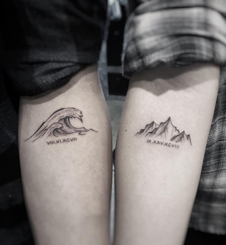 桂先生情侣小臂山峰海浪英文字纹身图案